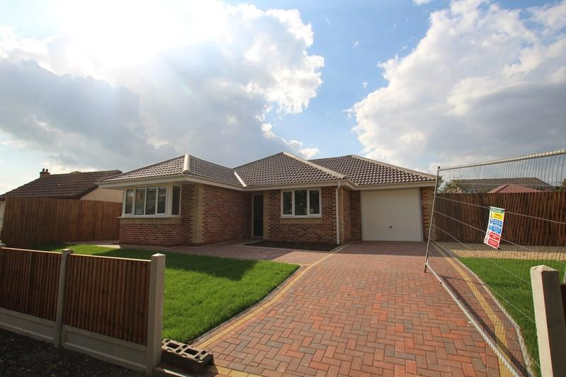 3 Bedrooms Detached Bungalow for sale in Butchers Lane, Walton On The Naze