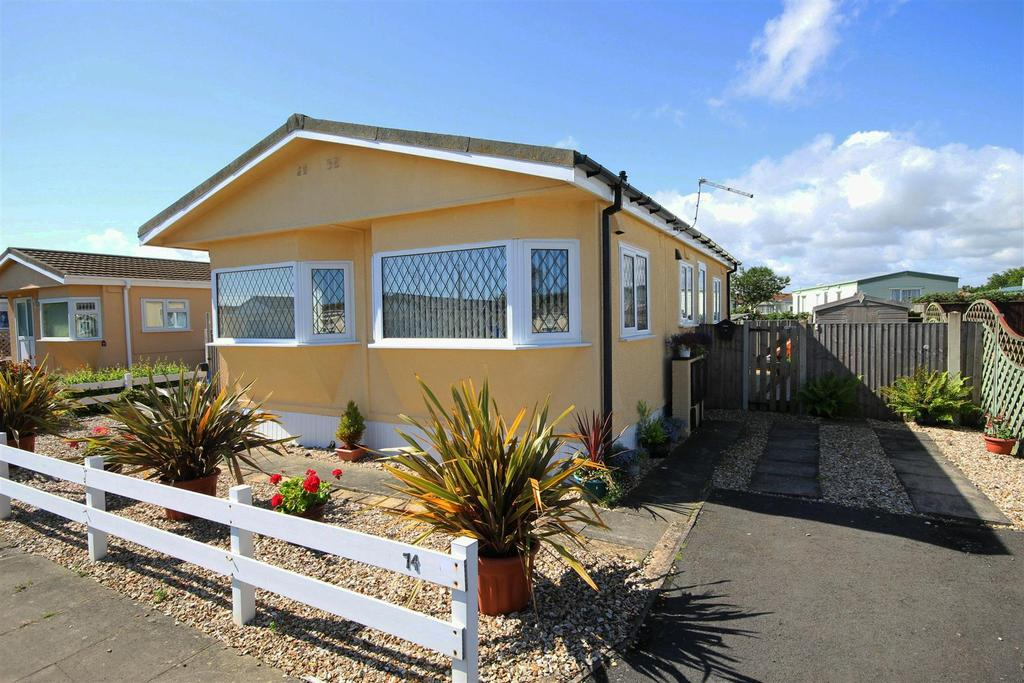 2 Bedrooms Park Home Mobile Home for sale in 74 Seahaven Springs, Seaholme Road, Mablethorpe