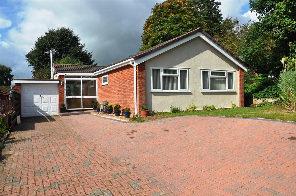 3 Bedrooms Detached Bungalow for sale in Barnack Drive, Warwick