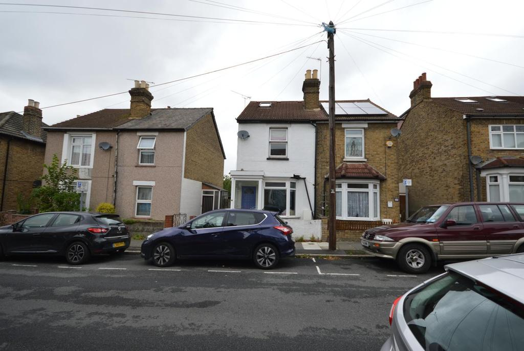3 Bedrooms Semi Detached House for sale in Clifton Road, Hornchurch, Essex, RM11