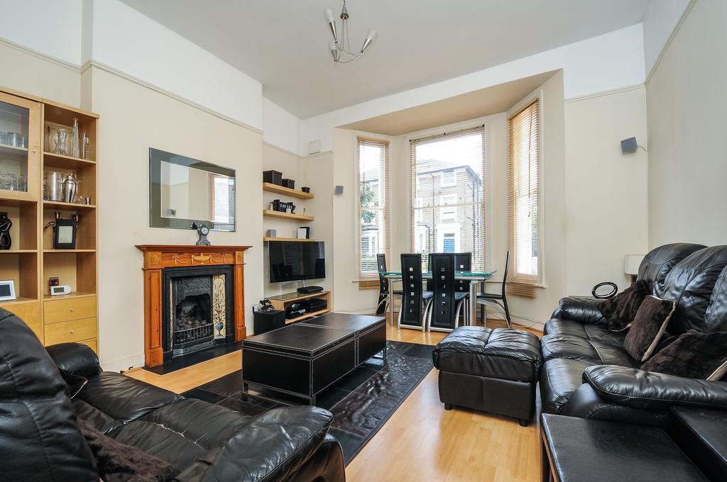 2 Bedrooms Flat for sale in Windsor Road, Ealing