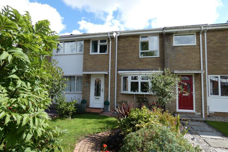 3 Bedrooms Terraced House for sale in Richens Drive, Carterton, Oxon