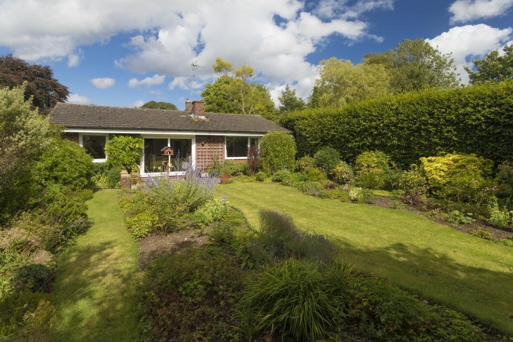 2 Bedrooms Detached House for sale in North Lyminge Lane, Lyminge, CT18