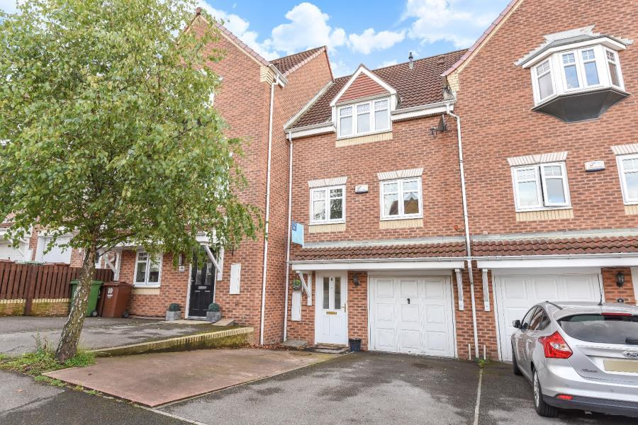 3 Bedrooms Town House for sale in SANDPIPER ROAD, CALDER GROVE, WAKEFIELD, WF4 3FE