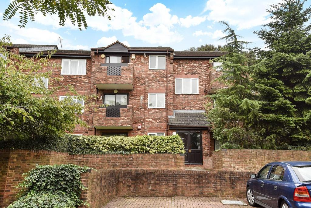 2 Bedrooms Flat for sale in Maple Mews, Streatham