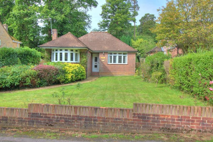 3 Bedrooms Detached Bungalow for sale in Malcolm Road, Hiltingbury, Chandlers Ford