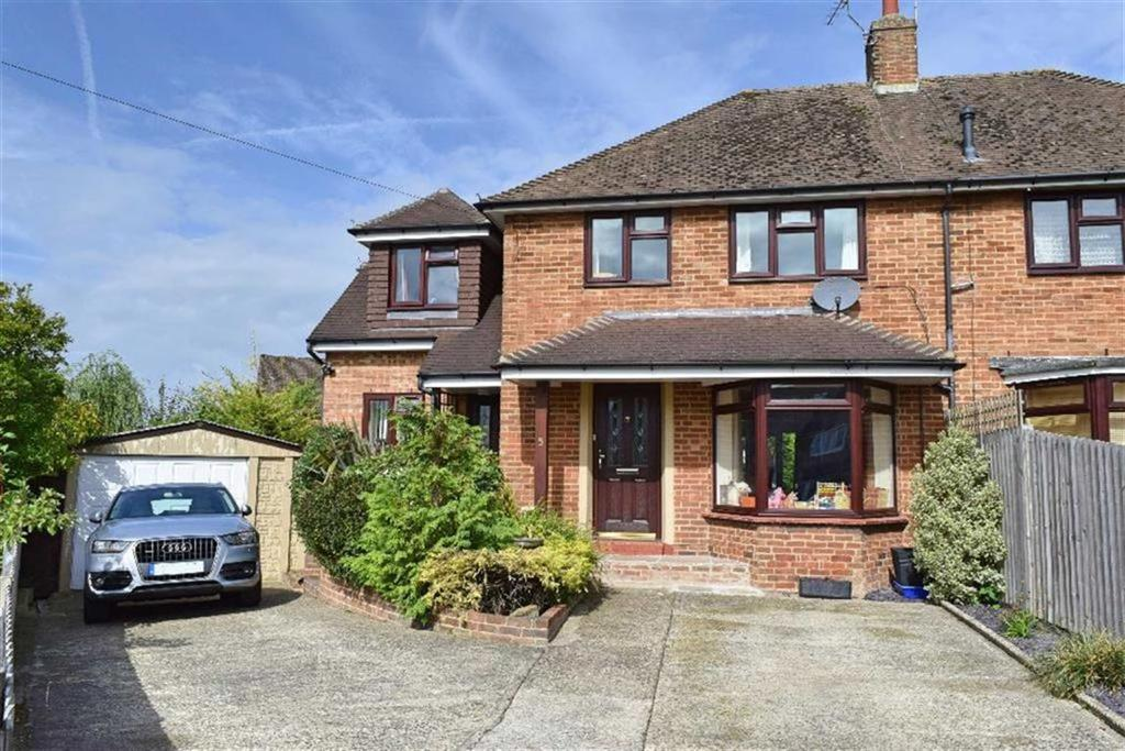 3 Bedrooms Semi Detached House for sale in Hillside Road, Kemsing, TN15