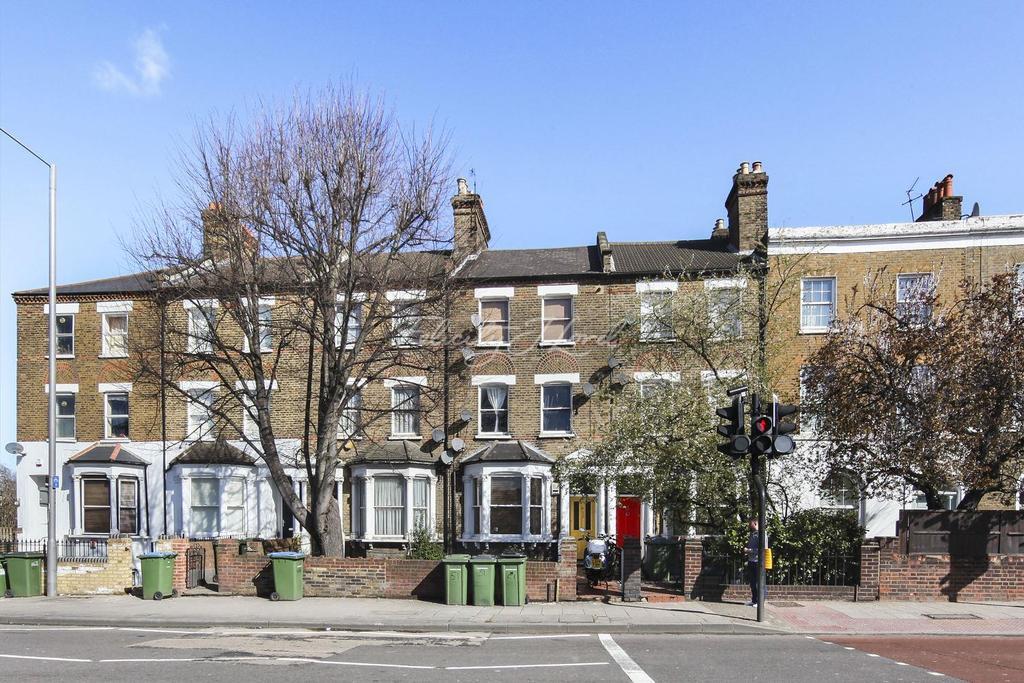 2 Bedrooms Flat for sale in Blackheath Road, London, SE10 8PD