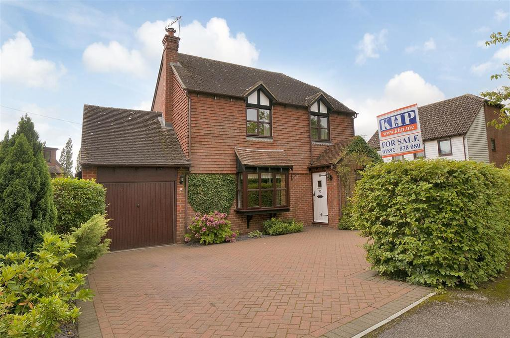 4 Bedrooms Detached House for sale in Maltings Close, Hadlow