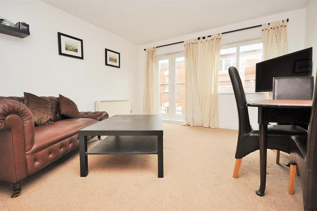2 Bedrooms Apartment Flat for sale in Crambeck Court, Bishophill, York, YO1 6BZ