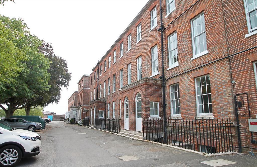 3 Bedrooms Flat for sale in Haslar Terrace, Gosport, Hampshire