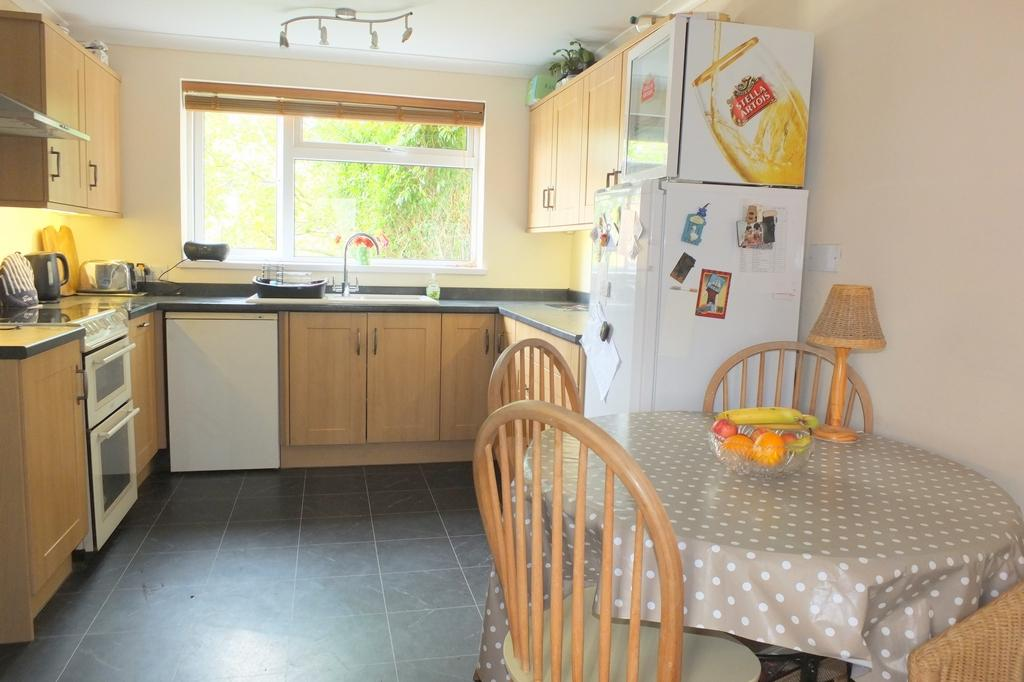 4 Bedrooms House for sale in Silver Birches, Haywards Heath, RH16