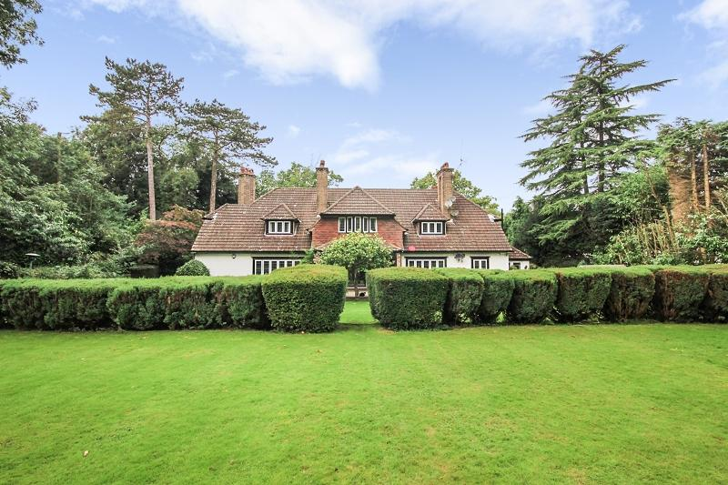 2 Bedrooms Ground Maisonette Flat for sale in Chequers Lane, Walton On The Hill, Tadworth, Surrey. KT20 7RD