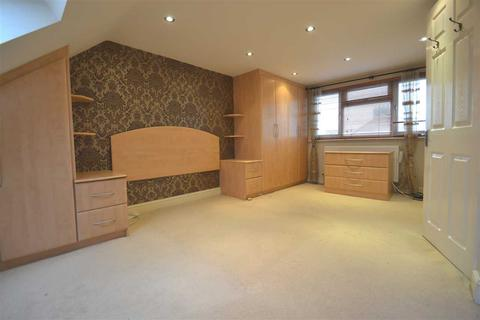 4 bedroom terraced house to rent - Baron Gardens, Ilford
