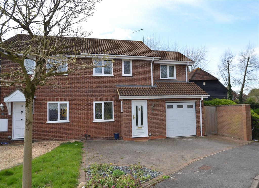 3 Bedrooms Semi Detached House for sale in Bourne Close, Calcot, Reading, Berkshire, RG31