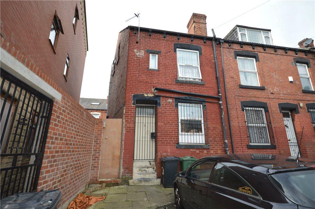 2 Bedrooms Terraced House for sale in Upper Woodview Place, Leeds, West Yorkshire