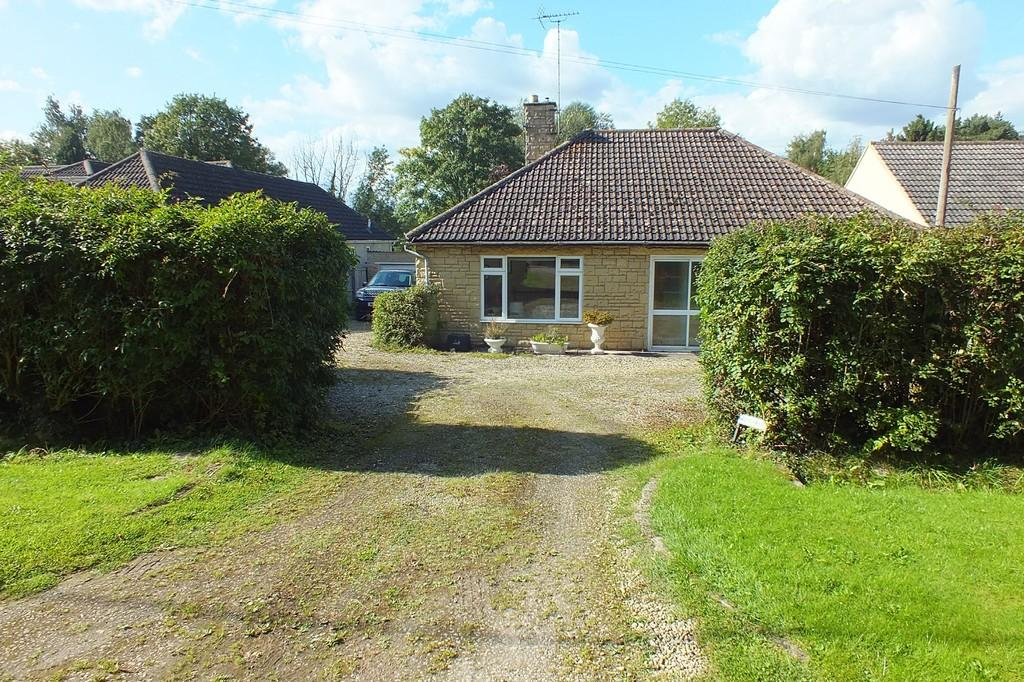 3 Bedrooms Detached Bungalow for sale in Minety