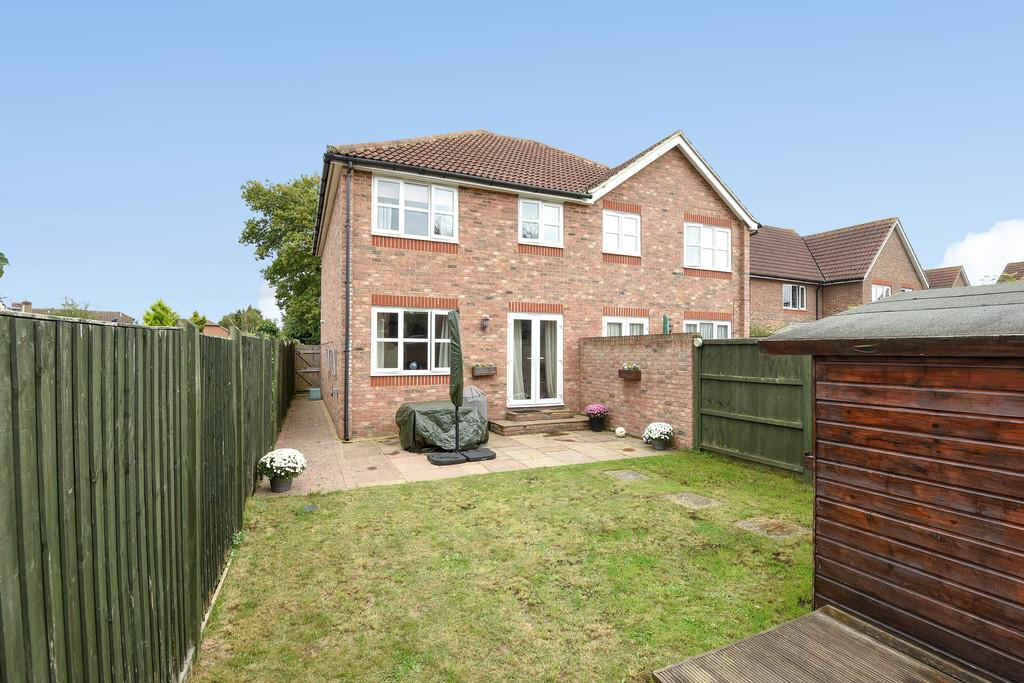 3 Bedrooms Semi Detached House for sale in Garner Drive, East Malling