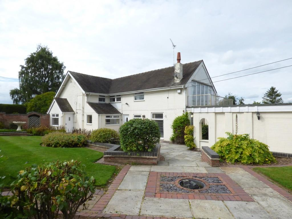 4 Bedrooms Detached House for sale in Stafford Road, Aston by Stone, Stone