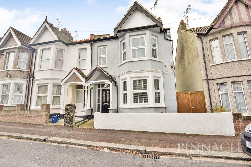 3 Bedrooms Semi Detached House for sale in Beedell Avenue, Westcliff On Sea, Essex