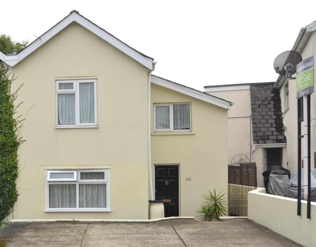 3 Bedrooms Semi Detached House for sale in Binstead Hill, Ryde