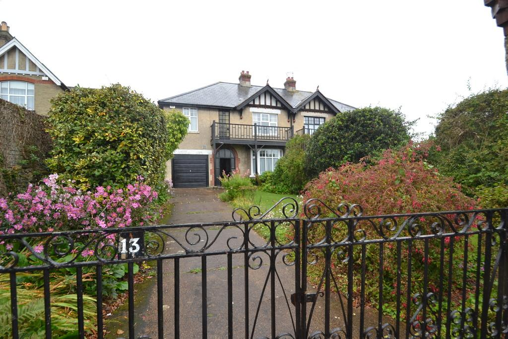 4 Bedrooms Semi Detached House for sale in Barfield, Ryde