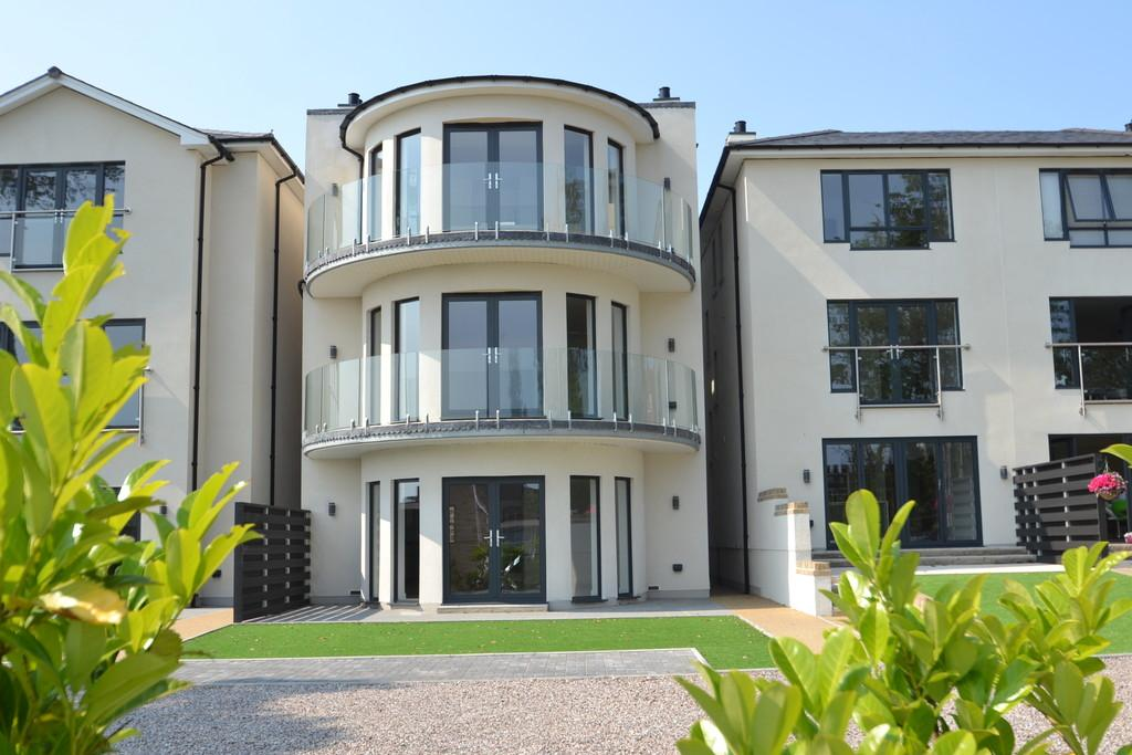 5 Bedrooms Detached House for sale in Bellevue Road, Ryde