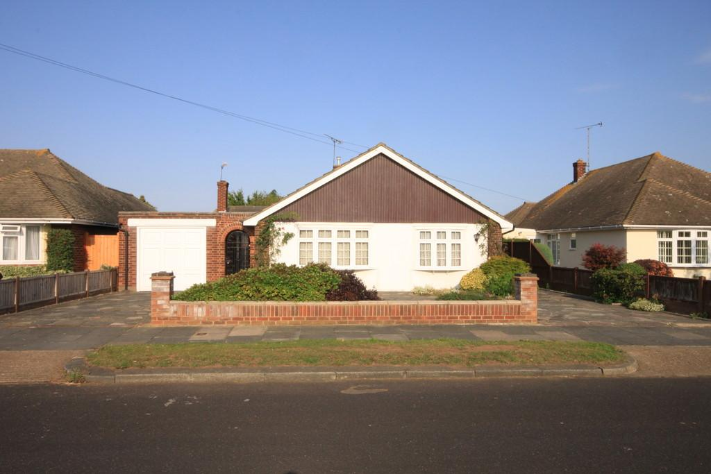 3 Bedrooms Detached Bungalow for sale in Dungannon Drive, THORPE BAY