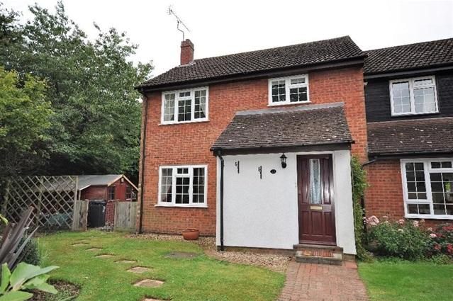 4 Bedrooms Semi Detached House for sale in Claverton Close, Bovingdon, Bovingdon