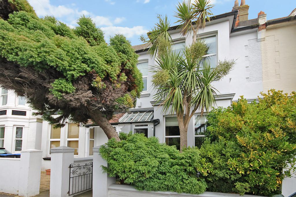 3 Bedrooms Terraced House for sale in Victoria Road, Shoreham-by-Sea, BN43 5LB