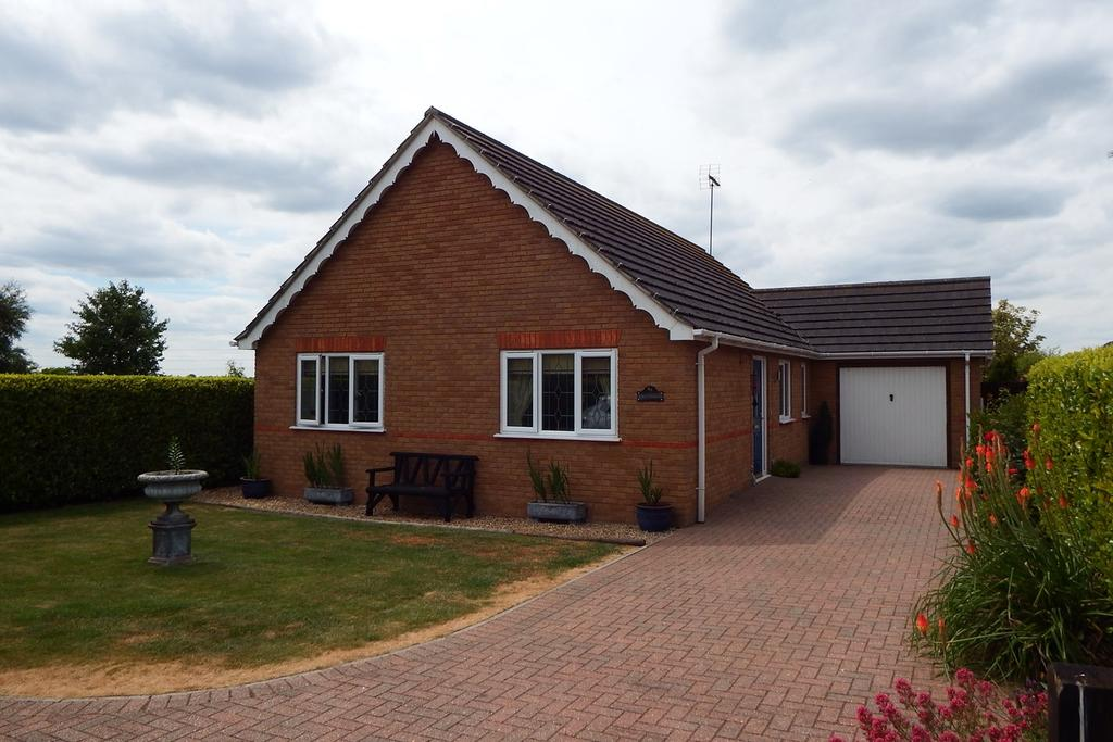 3 Bedrooms Detached Bungalow for sale in Lowgate, Tydd St Mary, PE13