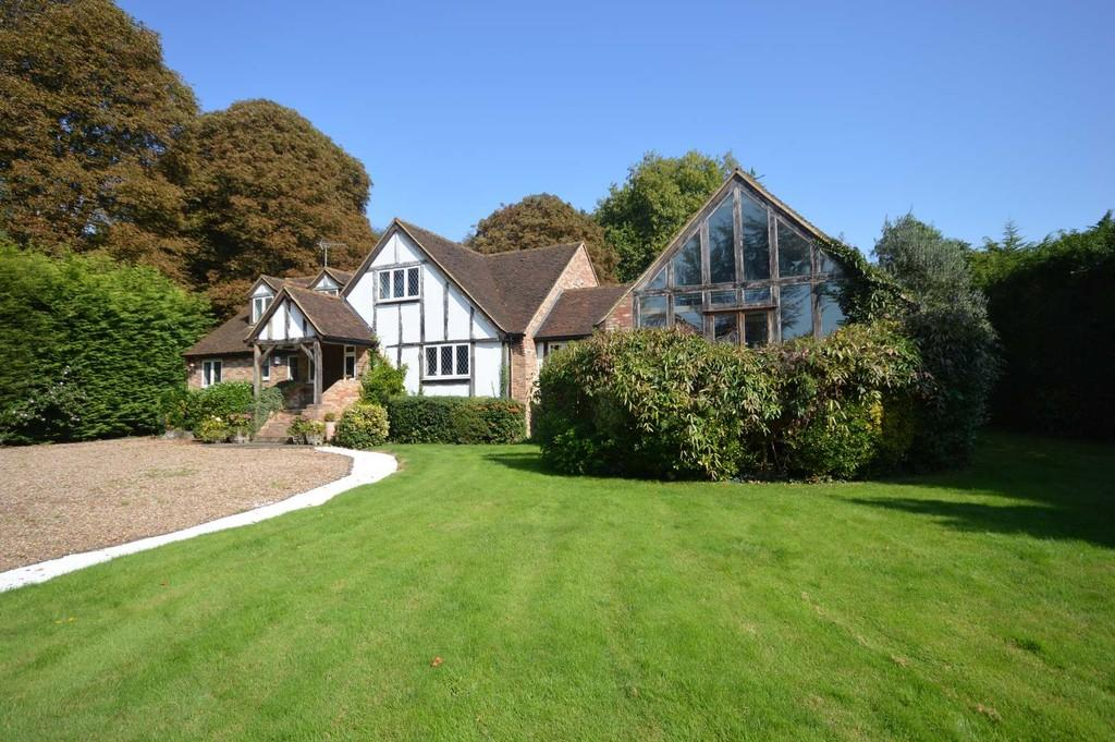 5 Bedrooms Detached House for sale in Walton Lane, Weybridge