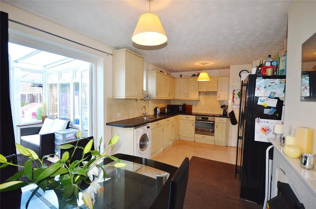 3 Bedrooms Terraced House for sale in Blackthorn Close, Garston, Hertfordshire, WD25