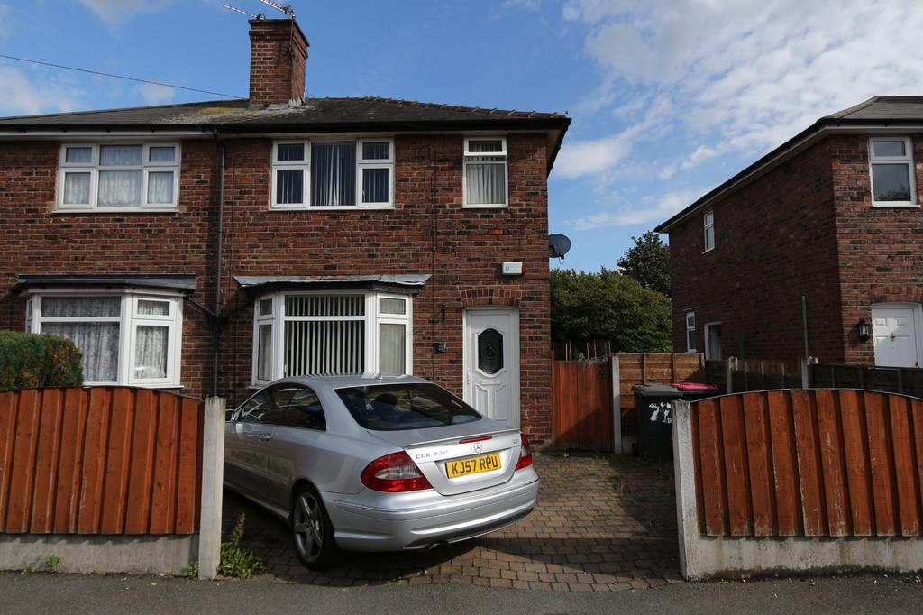 2 Bedrooms Semi Detached House for sale in 22 Lancaster Road, Cadishead, Manchester