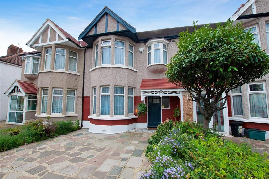 3 Bedrooms Terraced House for sale in Kenwood Gardens, Gants Hill