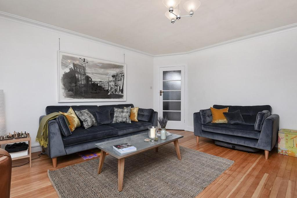 4 Bedrooms Flat for sale in Streatham High Road, Streatham