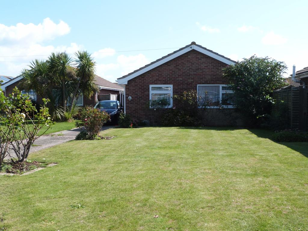2 Bedrooms Detached Bungalow for sale in Malthouse Road, Selsey