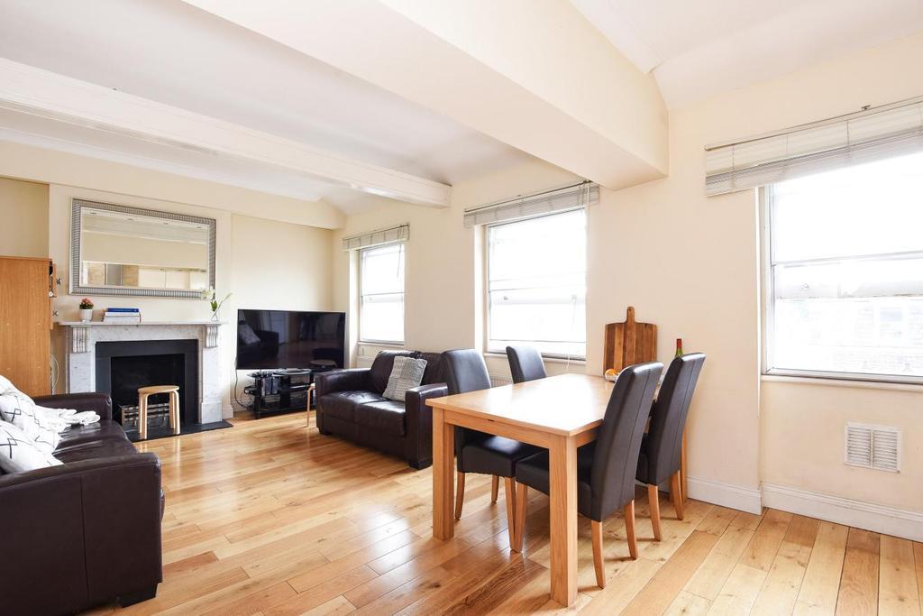 2 Bedrooms Flat for sale in Upper Street, Islington