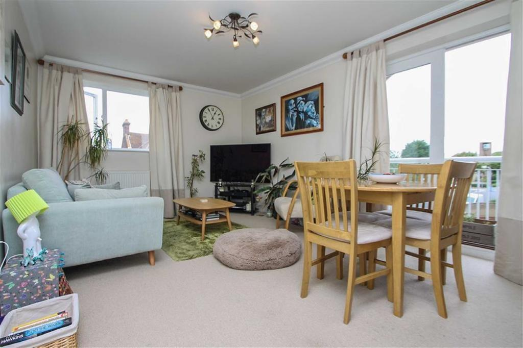 2 Bedrooms Flat for sale in Ashley Lodge, East Clacton