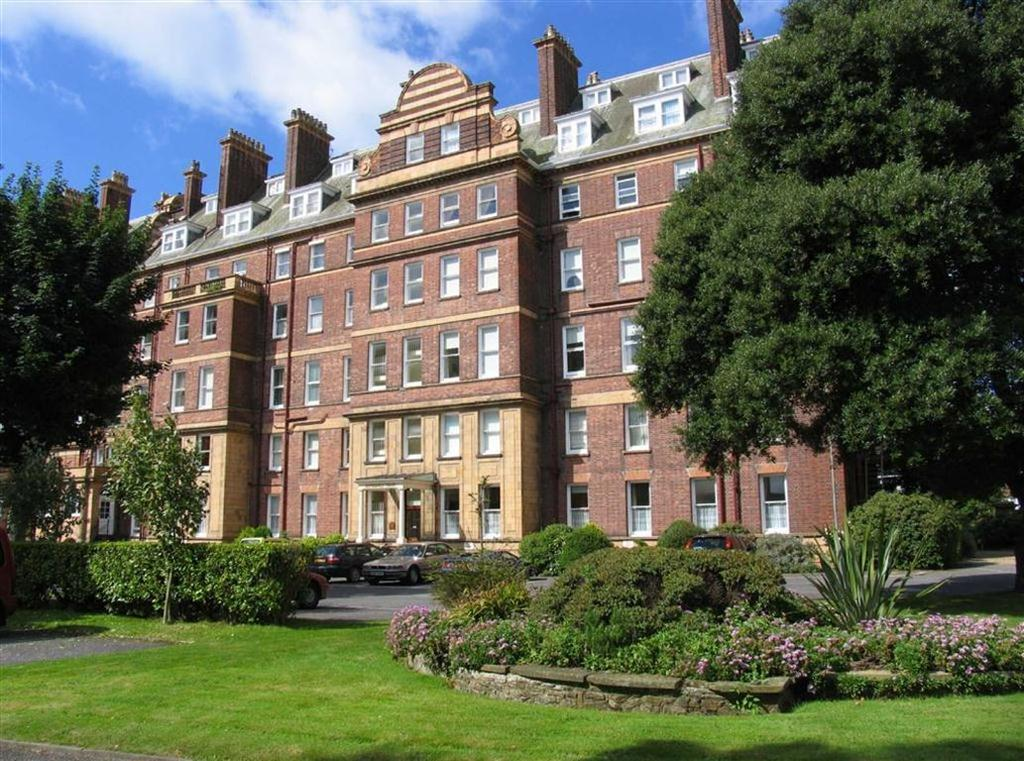 2 Bedrooms Flat for sale in The Leas, Folkestone, Kent, CT20