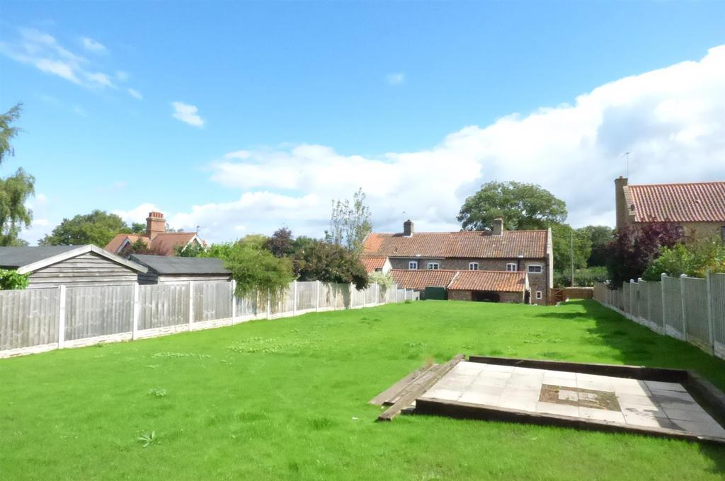 3 Bedrooms Semi Detached House for sale in The Street, Croxton, Norfolk