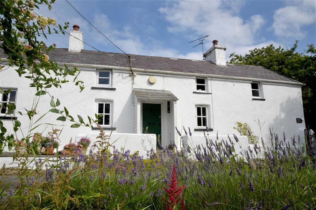 4 Bedrooms Farm House Character Property for sale in Llannon, Llanelli