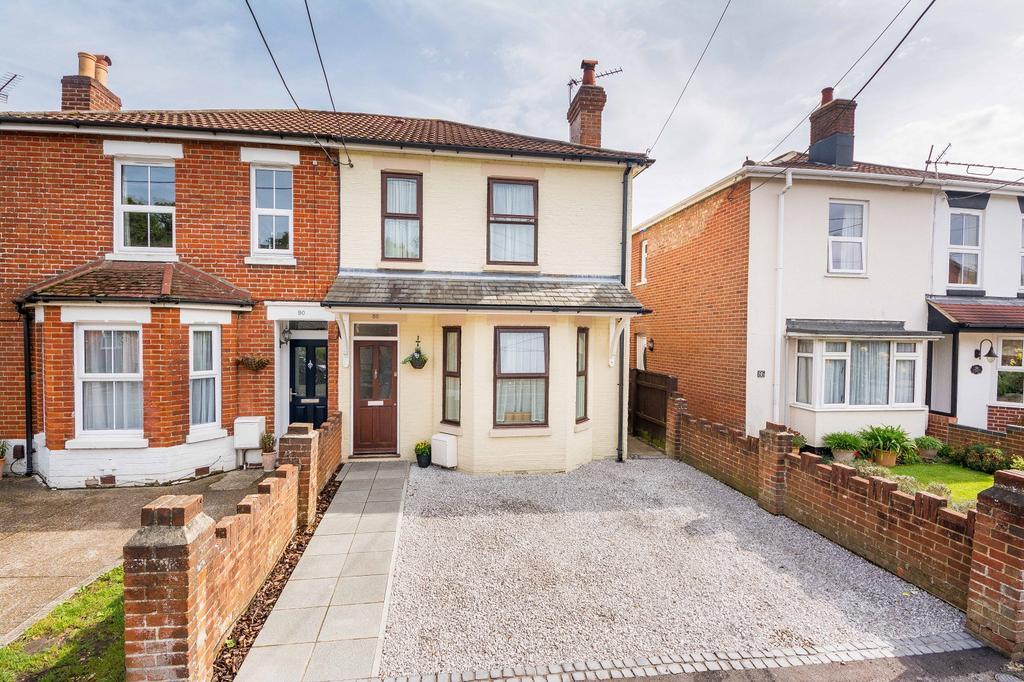3 Bedrooms Semi Detached House for sale in Woolston Road, Butlocks Heath, Netley Abbey, Southampton SO31