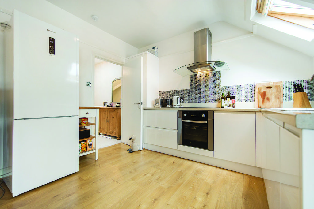 2 Bedrooms Flat for sale in Greyhound Lane, SW16