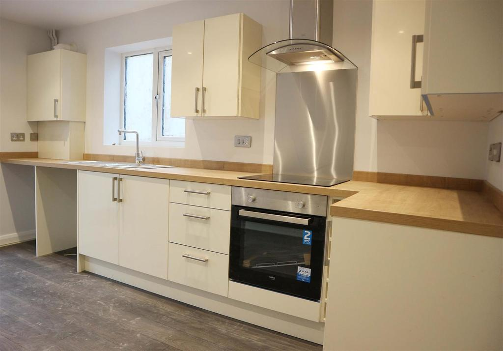 3 Bedrooms Detached House for sale in Plot 1 The Hub - Northfield Road, Netherton, Dudley