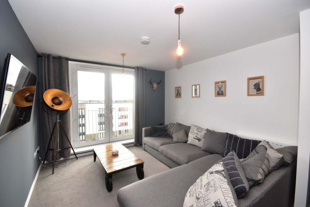 2 Bedrooms Flat for sale in 12/21 Arneil Drive, Edinburgh, EH5 2GS