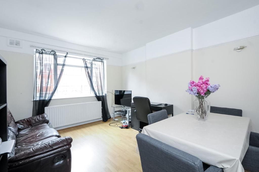 2 Bedrooms Flat for sale in Hamlet Gardens, Hammersmith