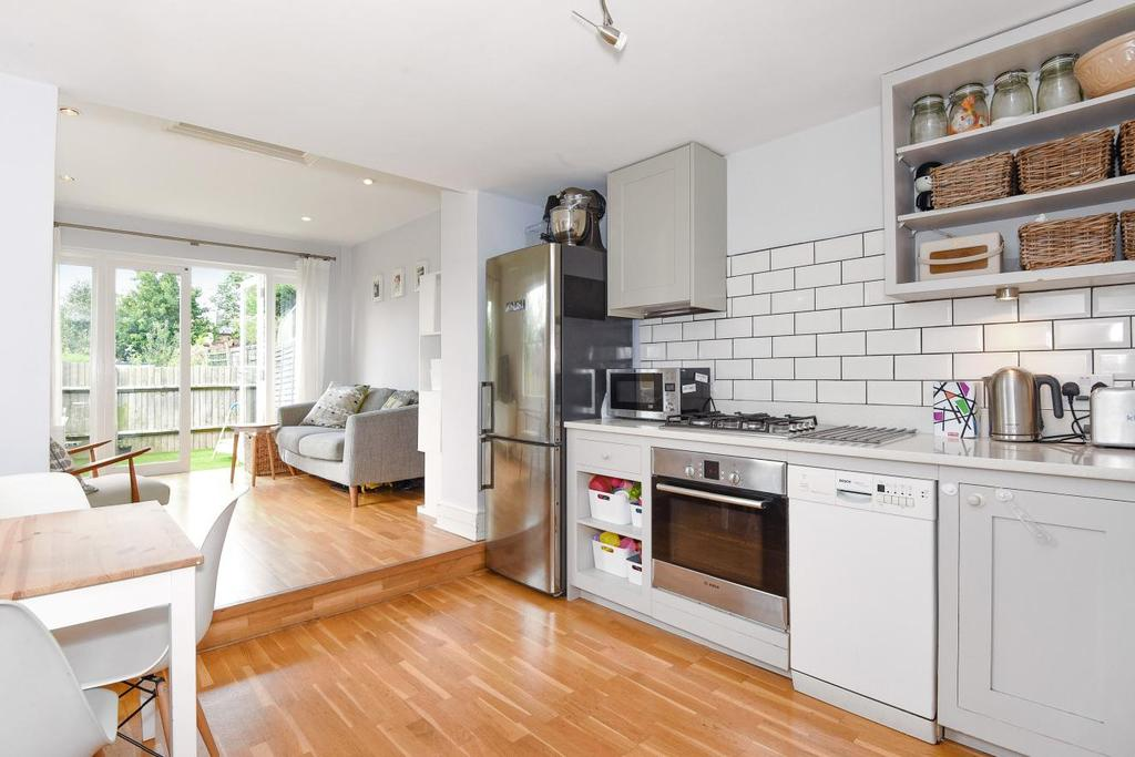 2 Bedrooms Flat for sale in Albany Road, Stroud Green
