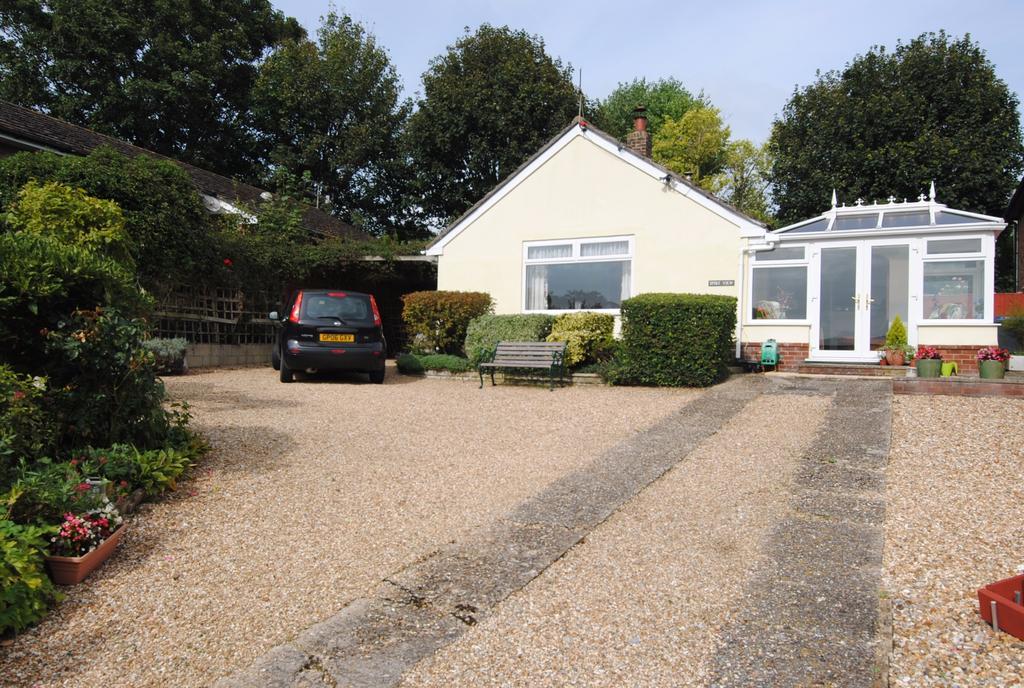 2 Bedrooms Bungalow for sale in Bourne View, Allington, Salisbury