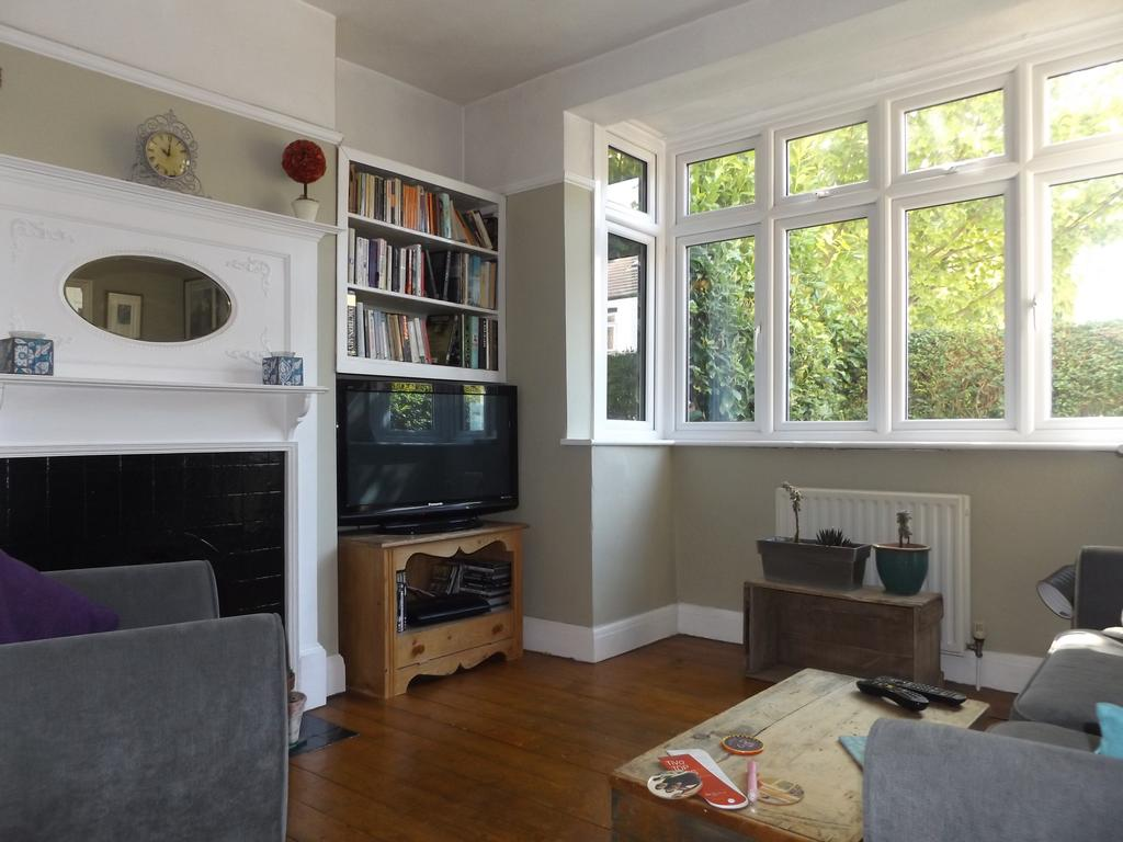 3 Bedrooms Terraced House for sale in Seely Road, Tooting SW17